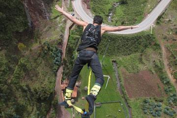 Salto bungee al extremo