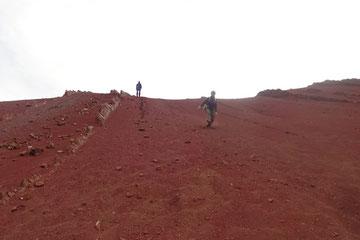 Montaña de colores valle rojo